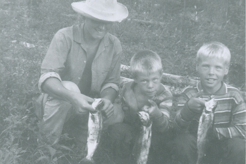 Brad & Ab with fish and hunter - 1963