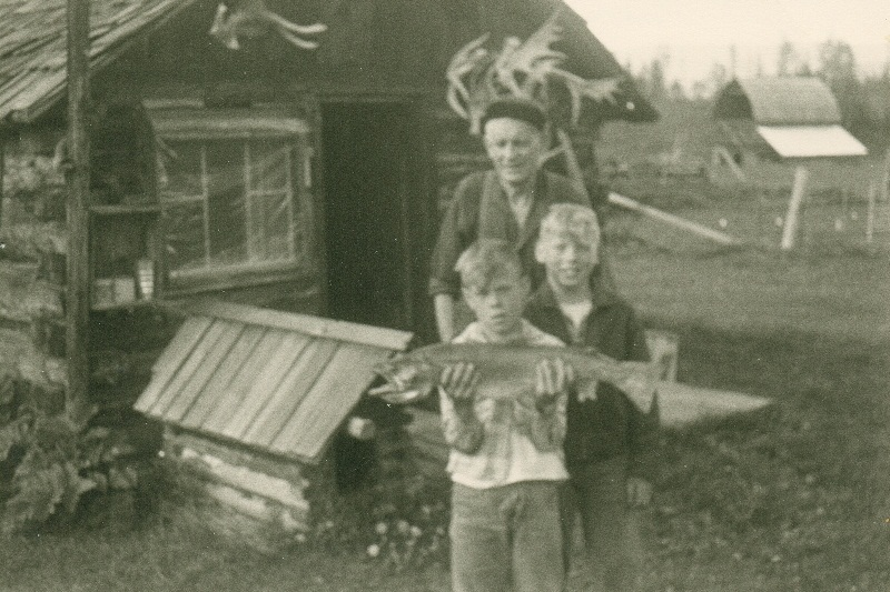Brad and brother Ab with hunter - 1964